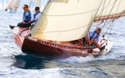 ester-restored-classic-racing-yacht-bow-running-shot-credit-ingrid-abery-630x394.jpg